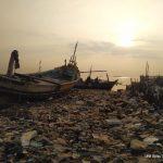 Laut Menderita, Ikan Berenang di TPA Sampah